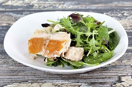 Gegrillter Lachs mit Spinat und Bohnen