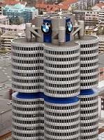 Der Turm der BMW-Zentrale in München, der einem Vierzylinder-Motor nachempfunden ist