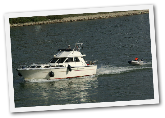 Motorboot an der Nordsee