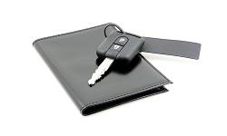 Dokumenten-Etui mit Autoschlüssel