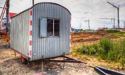Ein Bauwagen auf der Baustelle