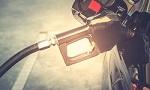 Ein Ottomotor wird mit Benzin betankt