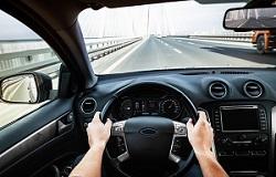 Sicht aus dem Cockpit vom Auto