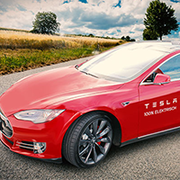 roter Tesla S
